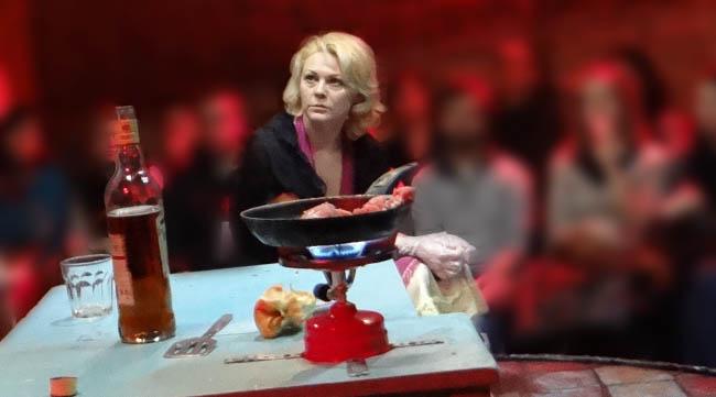 Mihaela Trofimov în rolul lui Banche DuBois/ Un tramvai numit dorinţă
